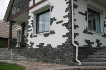 Фасад дома отделанный искусственным камнем