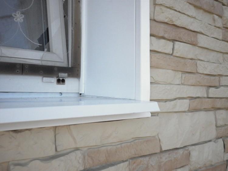 Наружные металлические откосы на окнах