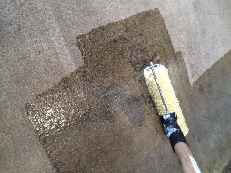 Стены и потолок грунтуются антисептической грунтовкой
