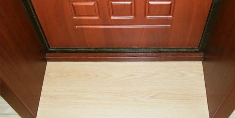 Деревянные откосы на входных дверях