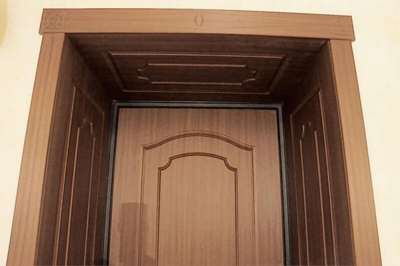 Дверной проем облицованный откосами из МДФ