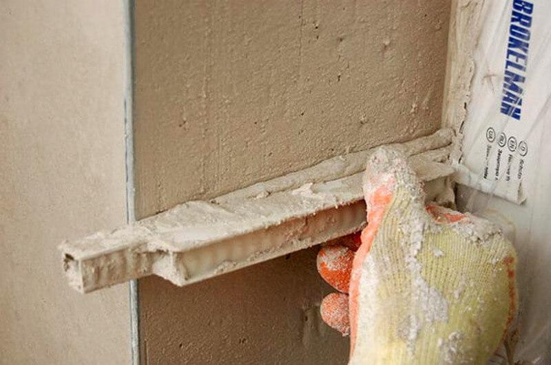 Оштукатуривание дверного откоса