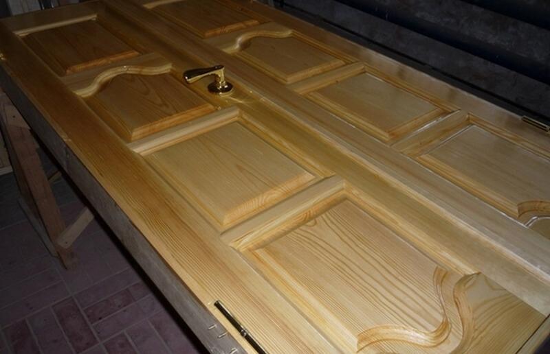 Подготовка деревянной двери к покраске