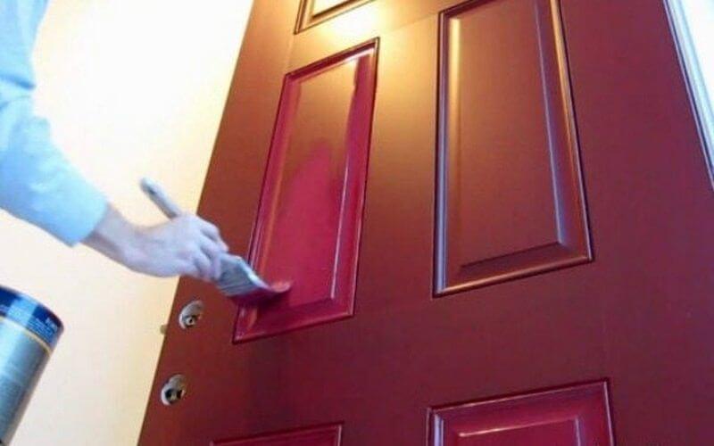 Чем покрасить межкомнатную дверь