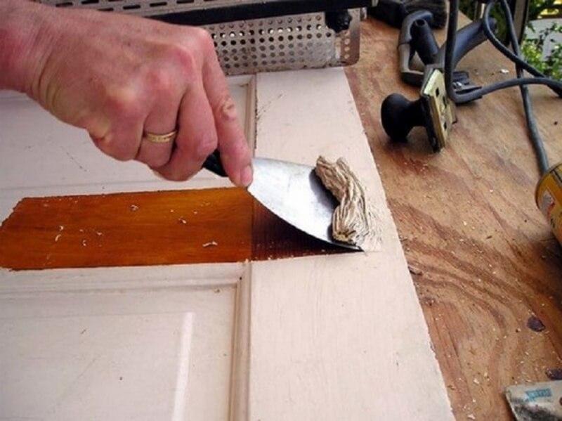 Удаление старого покрытия с двери