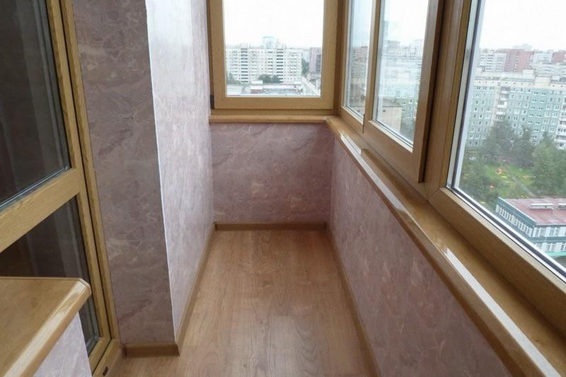 Балкон облицованный ПВХ панелями