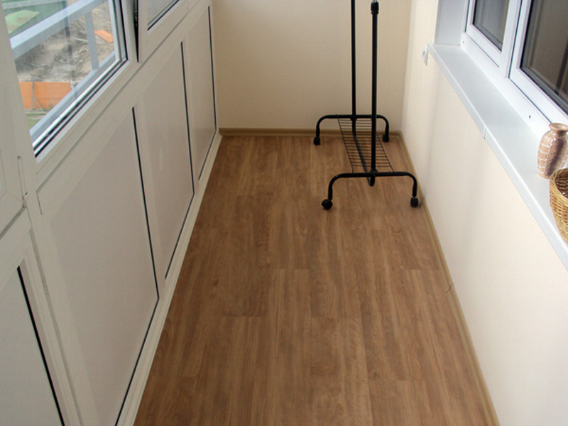 Линолеум на полу в балконе