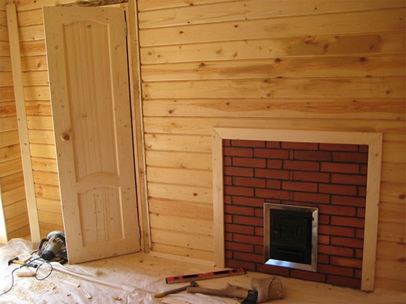 Вагона на стене в интерьере комнаты