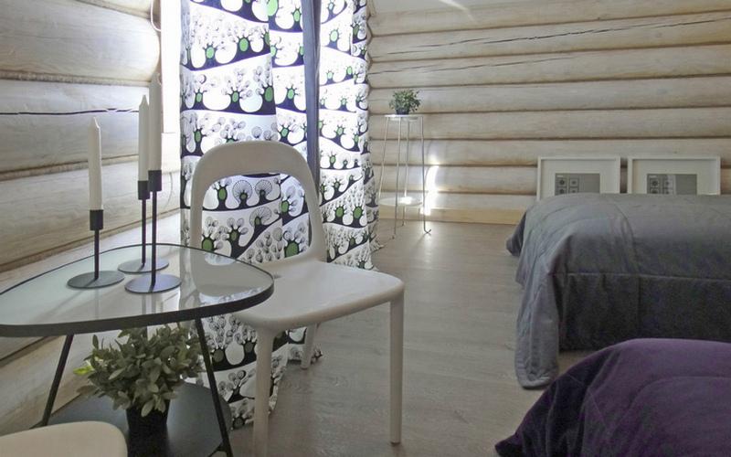 Дерево на стене в интерьере спальни