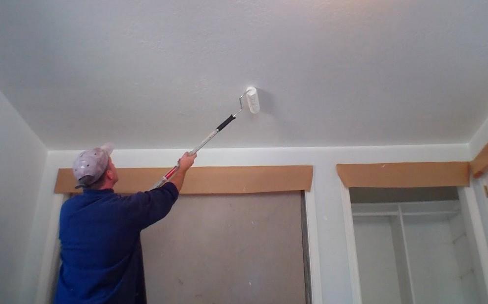 Преимущества покраски потолка