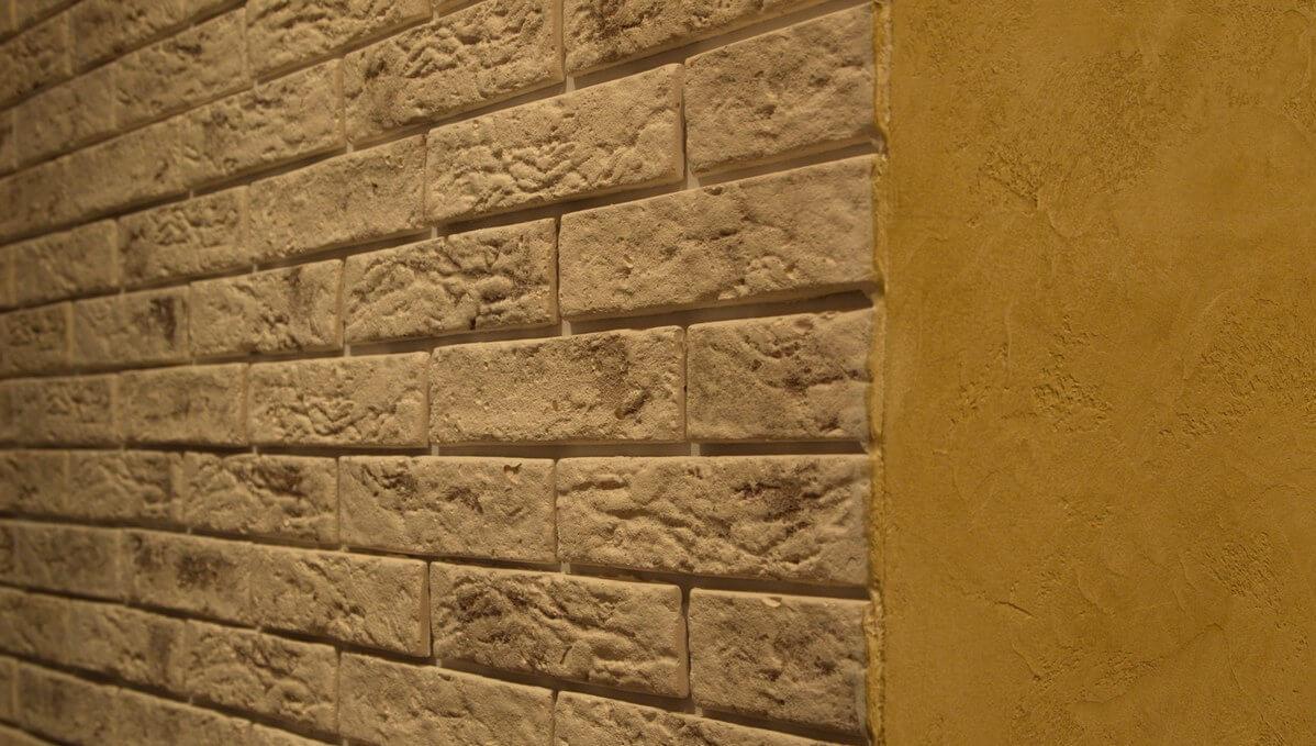 Имитация кирпичной стены из штукатурки