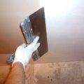 Как шпаклевать потолок