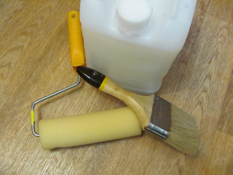 Инструменты для нанесения грунтовки под обои