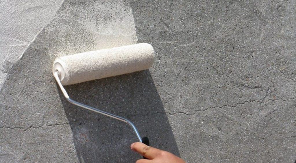 Нанесение бетоноконтакта на стены