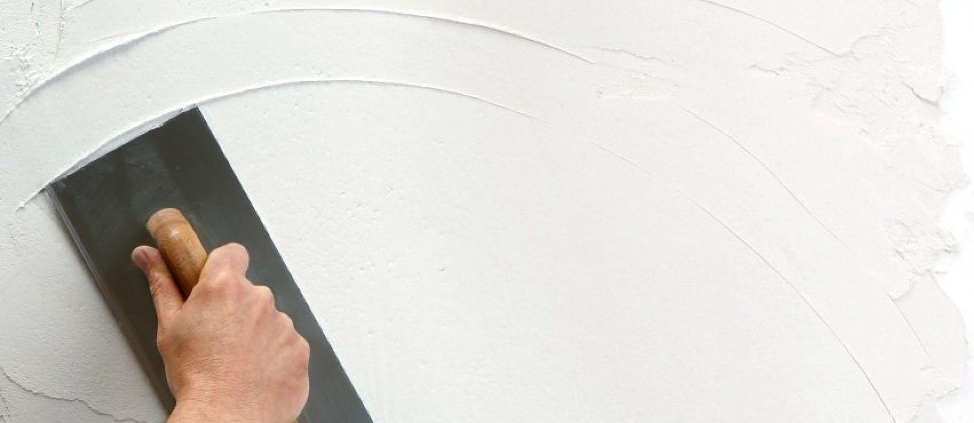 Как оштукатурить потолок самостоятельно