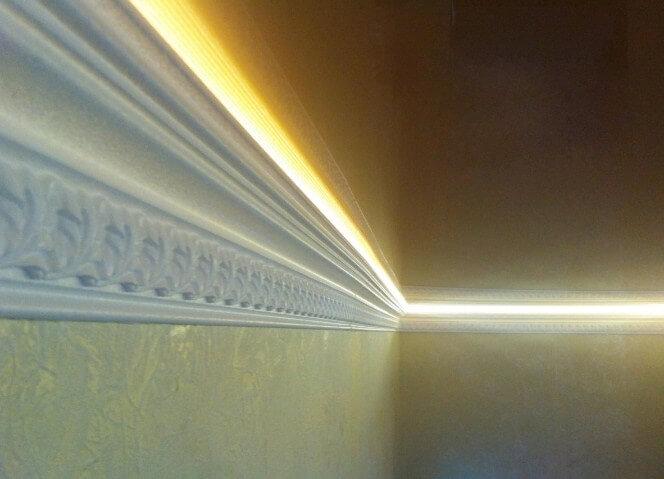 Плинтус под натяжной потолок